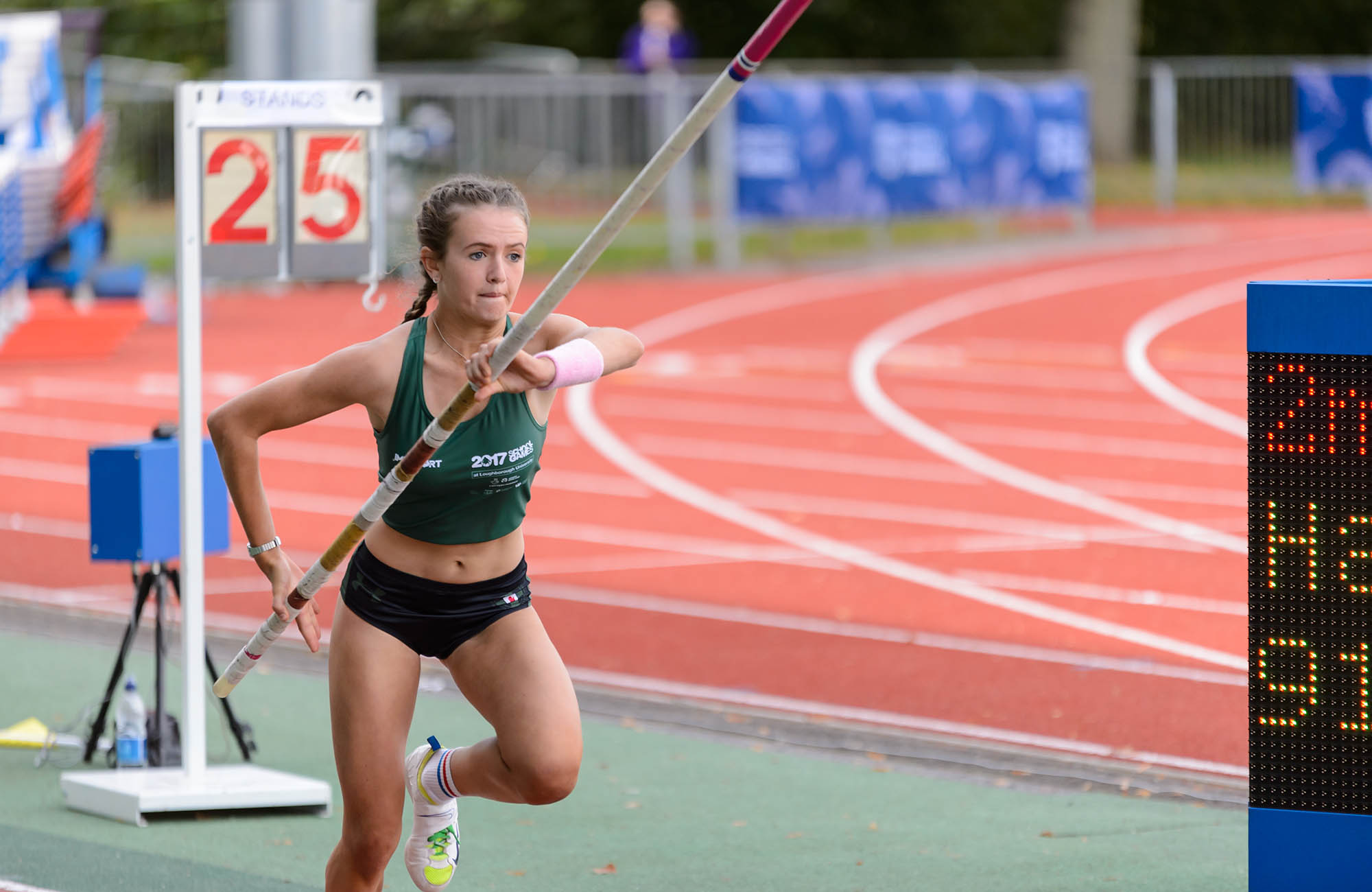 girl starting run up in pole vault