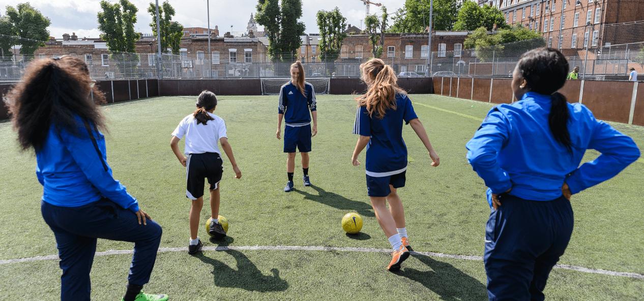 志愿足球教练跑步训练