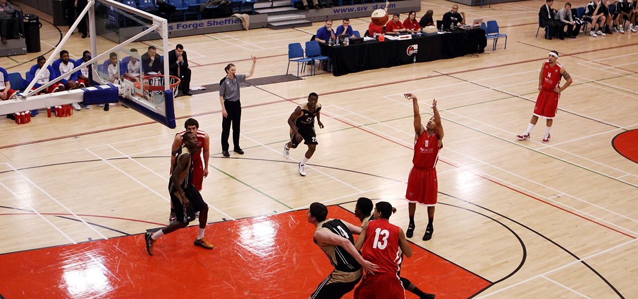 Bristol Flyers basketball player Greg Streete shoots a freethrow
